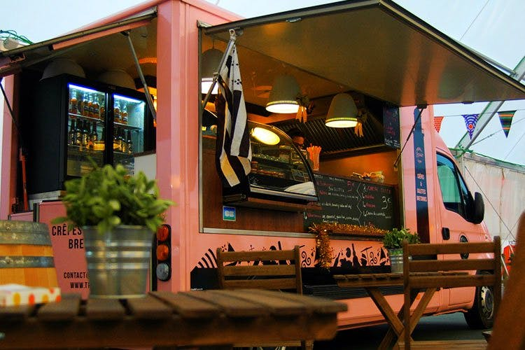 image - Sector 29 Has 5 New Food Trucks & One Of Them Has Rooftop Dining!