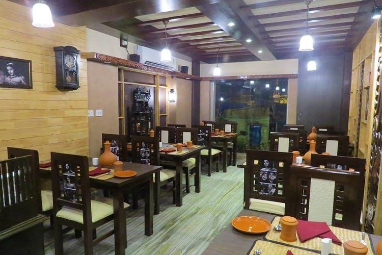 Restaurant,Building,Café,Room,Interior design,Coffeehouse,Cafeteria,Business,Fast food restaurant,Table