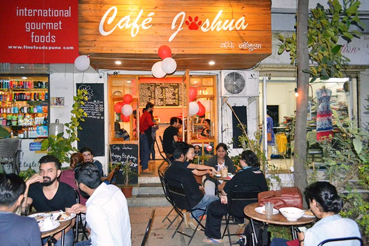 Café,Restaurant,Building,Coffeehouse,Fast food restaurant