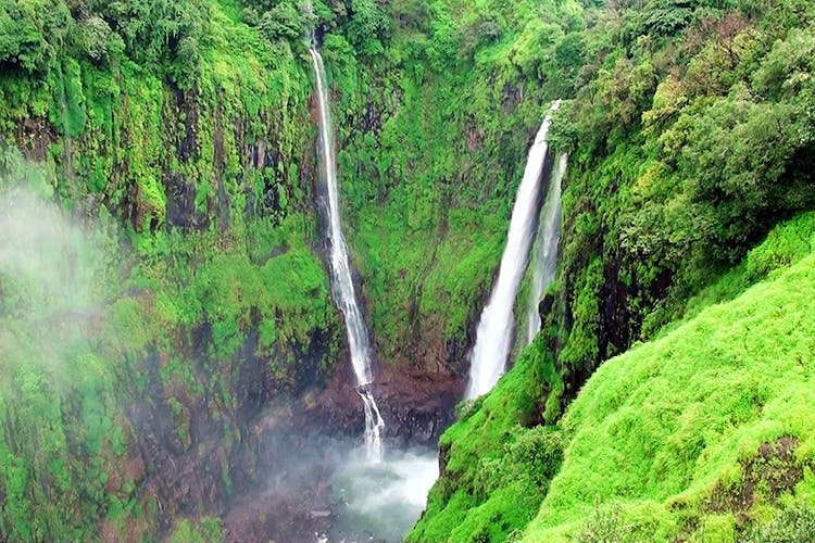 Waterfall,Water resources,Natural landscape,Body of water,Nature,Nature reserve,Vegetation,Water,Watercourse,Natural environment