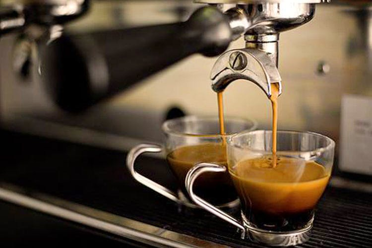 Espresso machine,Small appliance,Espresso,Ristretto,Drink,Home appliance,Portafilter,Barista,Coffee,Barware