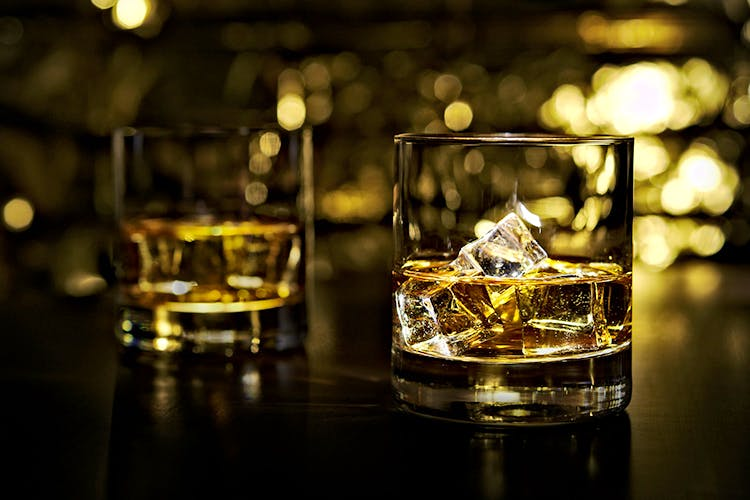 Drink,Old fashioned glass,Whisky,Alcohol,Distilled beverage,Glass,Night,Liqueur,Drinkware,Scotch whisky