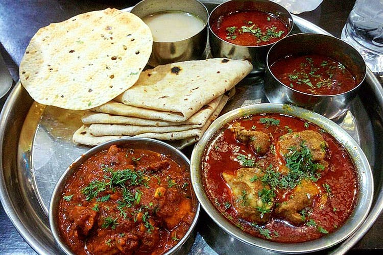 Dish,Food,Cuisine,Naan,Ingredient,Curry,Punjabi cuisine,Chapati,Flatbread,Produce