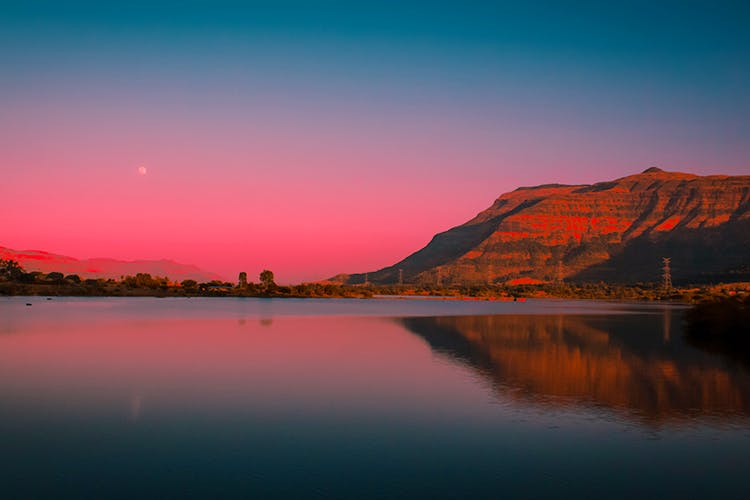 Sky,Afterglow,Body of water,Nature,Reflection,Dusk,Natural landscape,Water,Horizon,Sunset