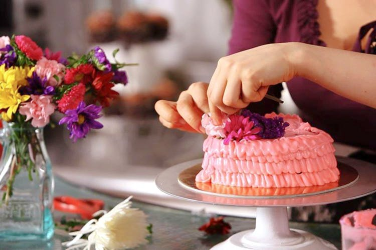 Cake decorating,Food,Buttercream,Cake,Icing,Sugar paste,Pasteles,Sweetness,Dessert,Pink