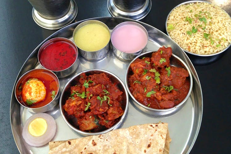 Dish,Food,Cuisine,Meal,Ingredient,Naan,Lunch,Punjabi cuisine,Curry,Chapati