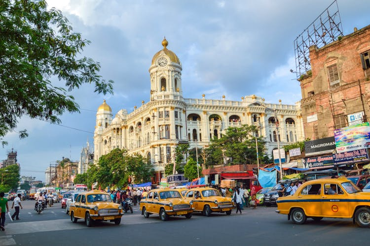Hood Guide: What To See, Where To Shop, And What To Eat At Esplanade In Kolkata