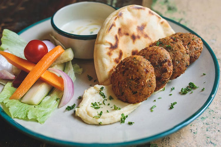 Dish,Food,Cuisine,Ingredient,Cervelle de canut,Vegetarian food,Produce,Tzatziki,Staple food,Falafel
