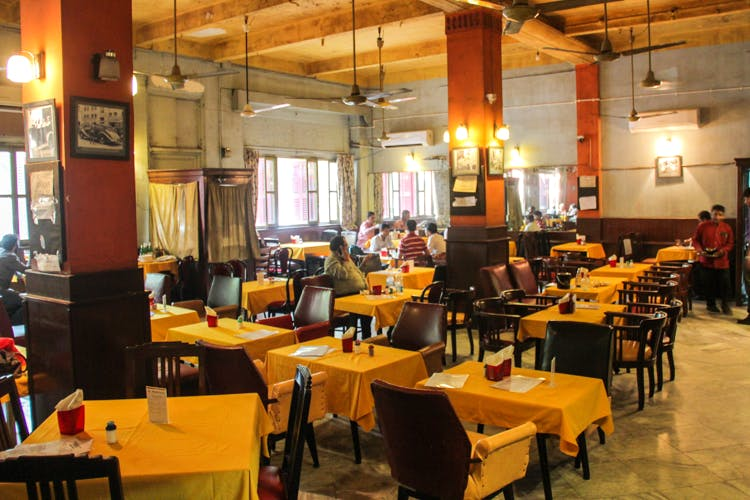 Restaurant,Café,Building,Cafeteria,Coffeehouse,Business,Fast food restaurant,Food court,Room,Table