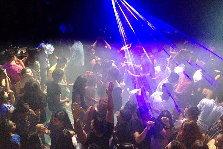 Entertainment,Nightclub,Disco,Event,Crowd,Music venue,Performance,Magenta,Music,Sky