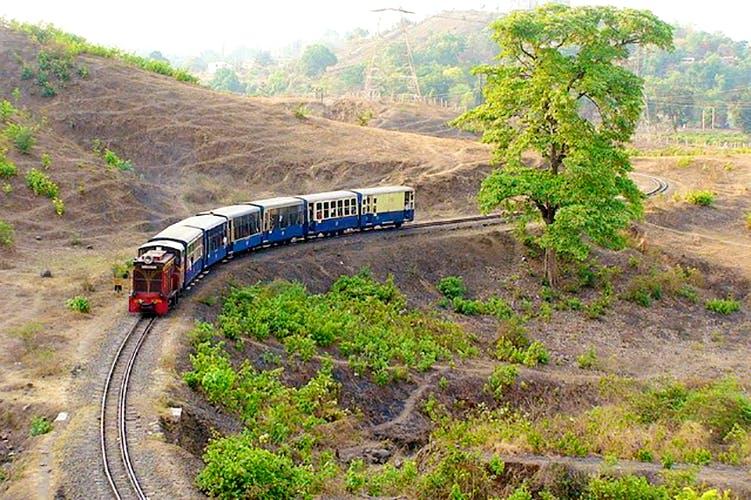 Transport,Railway,Train,Vehicle,Mode of transport,Hill station,Geological phenomenon,Rolling stock,Track,Locomotive