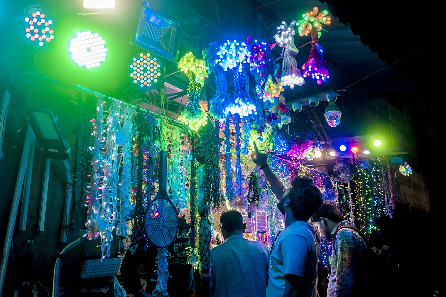 Chandeliers, Lanterns & More: Head To The Best Light Market In Pune & Be Dazzled