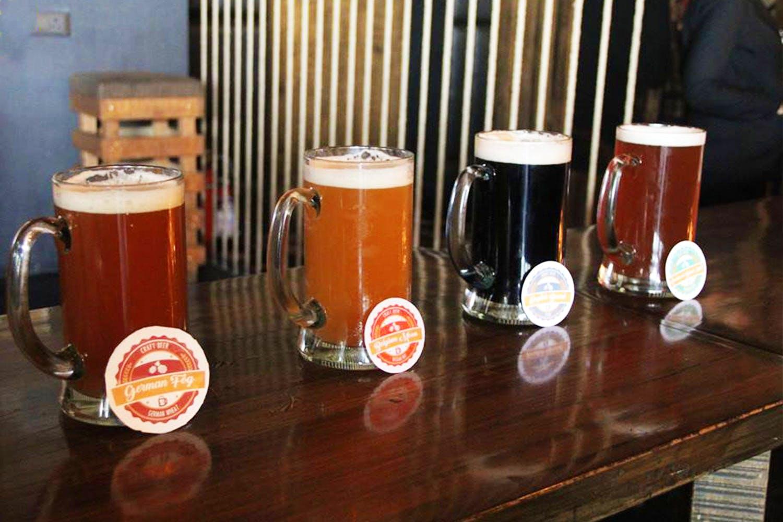Drink,Beer,Beer glass,Alcoholic beverage,Pint glass,Ale,Bia hơi,Distilled beverage,Pint,Lager