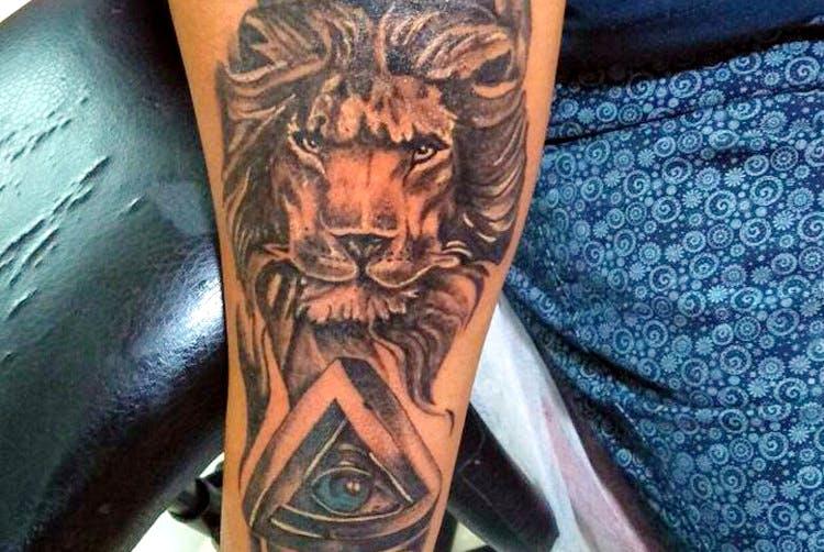 Tattoo,Arm,Human body,Lion,Human leg,Flesh,Temporary tattoo,Tattoo artist,Demon,Fictional character