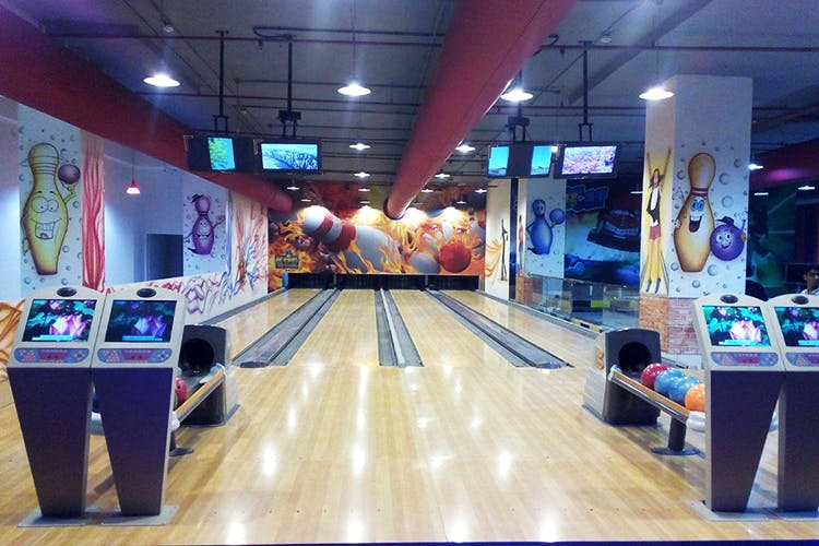 Bowling,Ten-pin bowling,Bowling equipment,Bowling pin,Games,Duckpin bowling,Bowling ball,Individual sports,Ball,Ball game