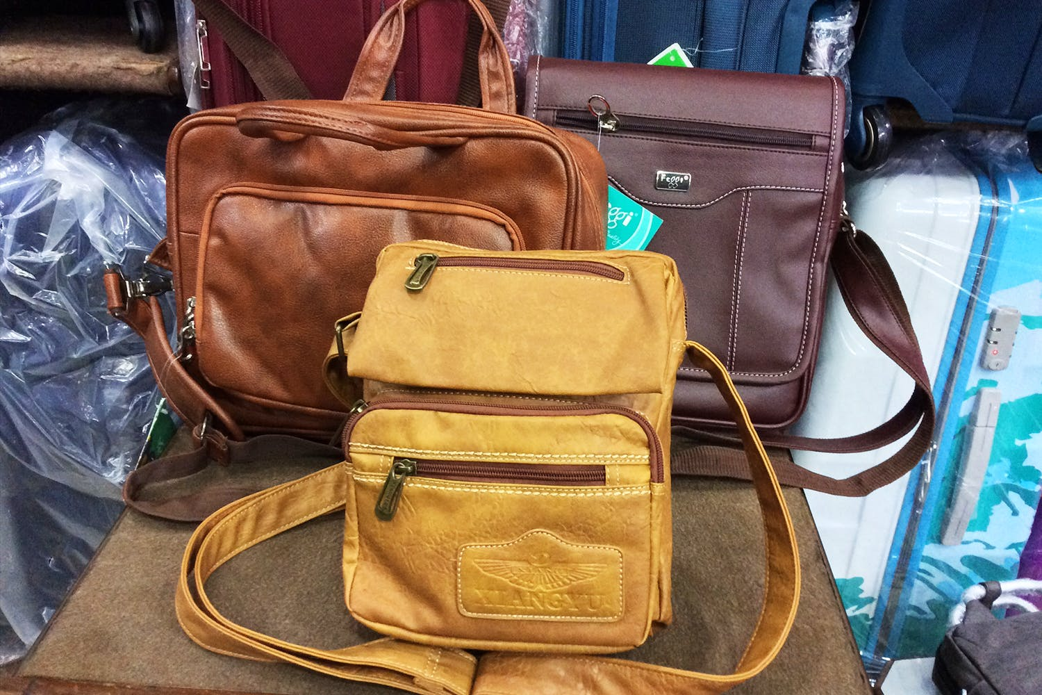 Bag,Messenger bag,Leather,Brown,Baggage,Tan,Luggage and bags,Hand luggage,Fashion accessory,Satchel