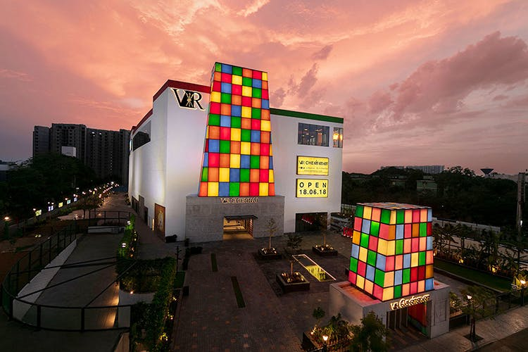 Architecture,Sky,Light,Facade,Colorfulness,Building,Night,City,House,Games
