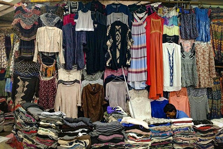 Bazaar,Room,Selling,Textile,Closet,Human settlement,Boutique,Public space,Market,Marketplace