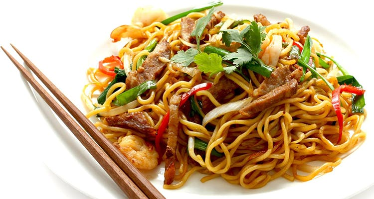 Dish,Food,Cuisine,Fried noodles,Chow mein,Noodle,Hot dry noodles,Drunken noodles,Yakisoba,Ingredient