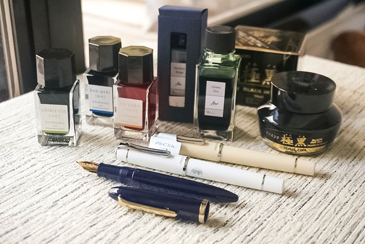 Cosmetics,Lipstick,Material property,Eye liner,Pen,Writing implement,Fountain pen,Ink