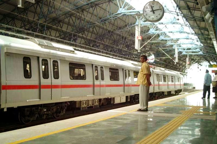 Transport,Rolling stock,Passenger car,Train station,Train,Public transport,Railway,Mode of transport,Metro,Railroad car