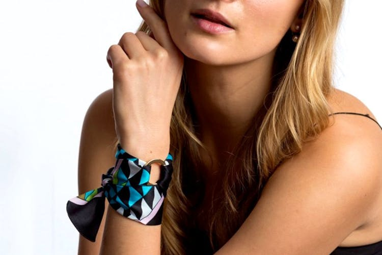 Hair,Bracelet,Beauty,Skin,Fashion accessory,Arm,Neck,Jewellery,Turquoise,Hand