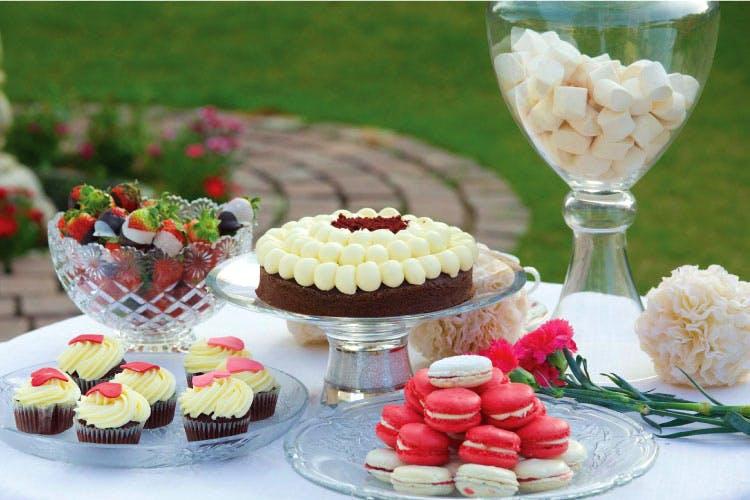 Food,Dessert,Cuisine,Dish,Cupcake,Baking cup,Sweetness,Buttercream,Frozen dessert,Ingredient