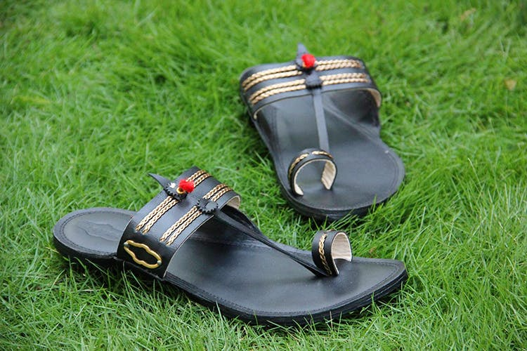 Footwear,Shoe,Sandal,Grass,Slipper