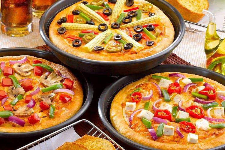 Dish,Food,Cuisine,Ingredient,Comfort food,Produce,Pizza,Vegetarian food,Queso flameado,Recipe