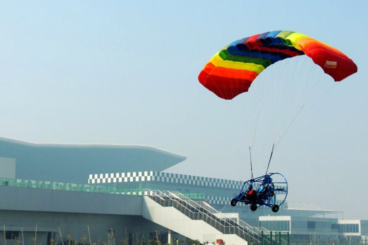 Parachute,Paragliding,Air sports,Parachuting,Air travel,Extreme sport,Sky,Windsports,Paratrooper,Wind