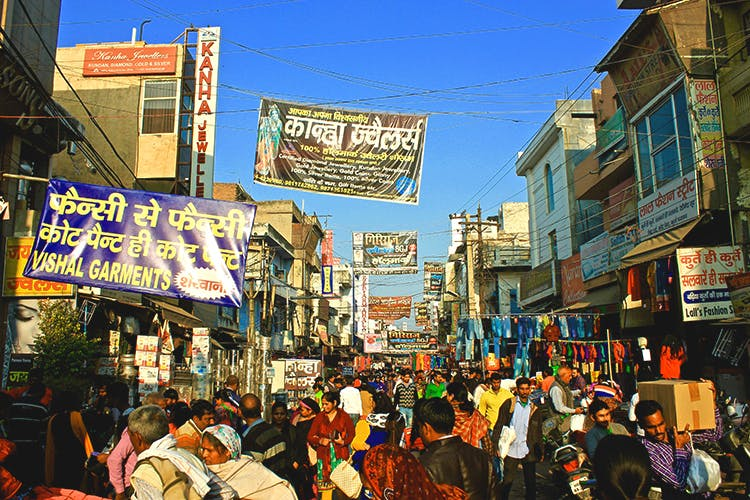 Bazaar,Marketplace,Crowd,Market,Public space,Town,Human settlement,City,Metropolitan area,Pedestrian
