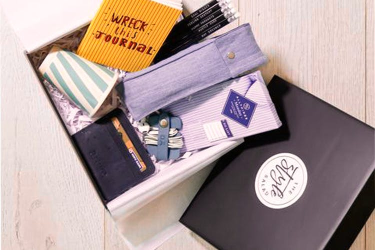 Product,Wallet,Box,Design,Material property,Fashion accessory,Brand,Paper,Tie,Paper product