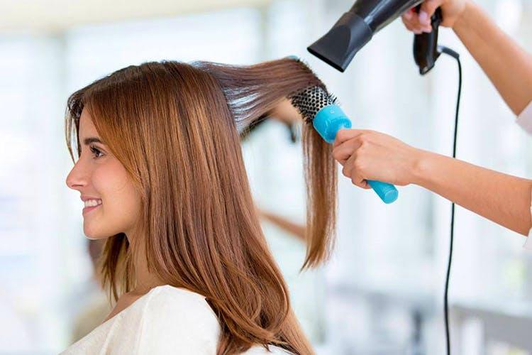 Hair,Hair coloring,Hairstyle,Beauty salon,Hairdresser,Hair iron,Beauty,Long hair,Step cutting,Brown hair