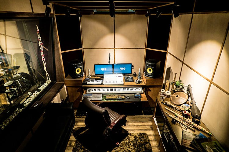 Recording studio,Room,Technology,Electronics,Audio equipment,Photography,Building,Architecture,Machine,Interior design