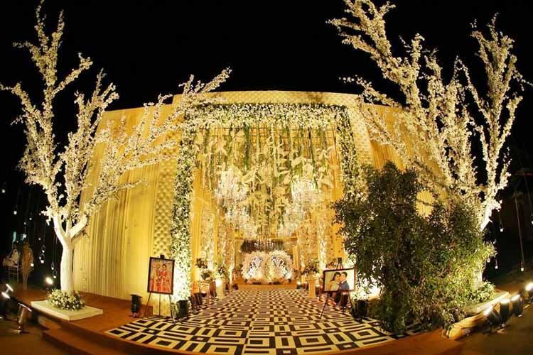 13 Indian Wedding Decor Ideas For The Entrance Lbb Delhi