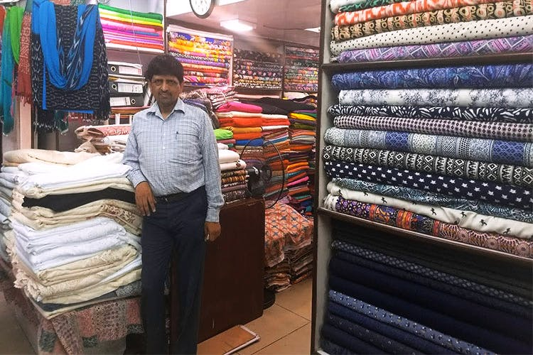 Product,Selling,Textile,Customer,Outlet store,Retail,Bazaar,Market,Building,Marketplace