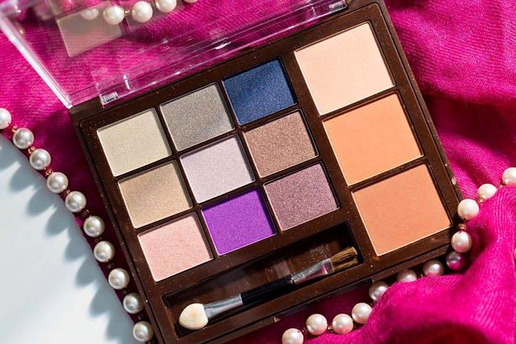 Eye shadow,Eye,Cosmetics,Organ,Violet,Pink,Human body,Material property,Magenta,Shadow