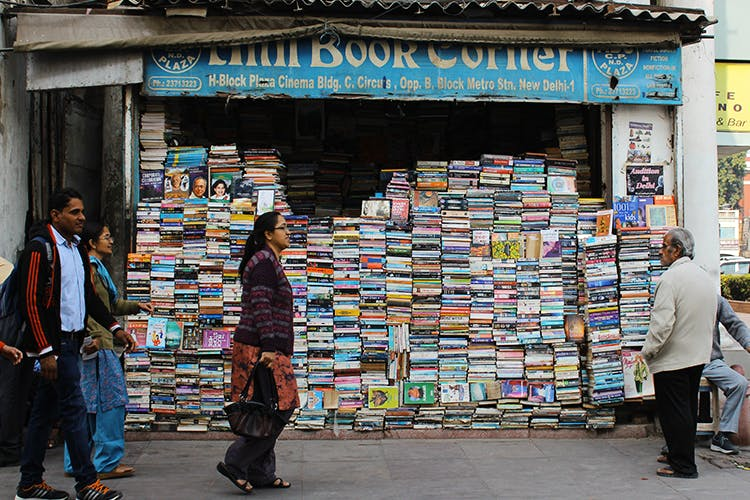 Snapshot,Selling,Standing,Wall,Building,Street,Retail,Temple,Pedestrian,Bookselling