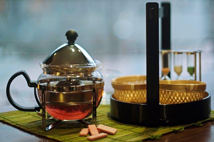 Teapot,Chinese herb tea,Drink,French press,Roasted barley tea,Green tea,Tableware,Tea,Kettle