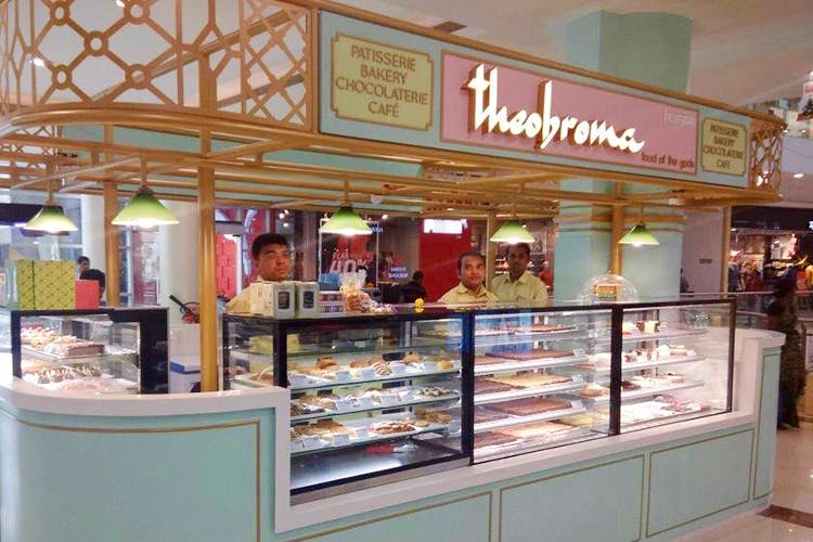 Bakery,Building,Outlet store,Retail,Food court,Delicatessen,Display case,Pâtisserie,Food,Fast food