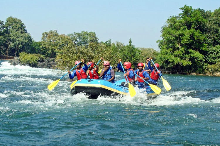 Rafting,Water transportation,Water sport,Inflatable boat,Water resources,River,Outdoor recreation,Water,Recreation,Vehicle