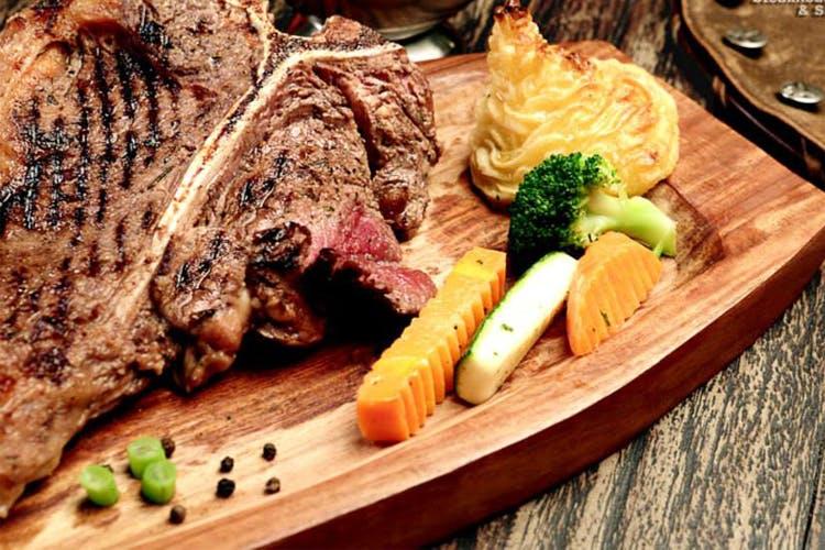 Dish,Food,Cuisine,Rinderbraten,Ingredient,Steak,Flat iron steak,Meat,Boeuf à la mode,Sirloin steak
