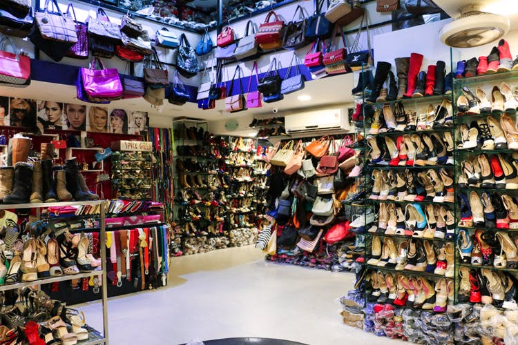 Outlet store,Footwear,Product,Retail,Building,Marketplace,Boutique,Shoe store,Collection,Shoe