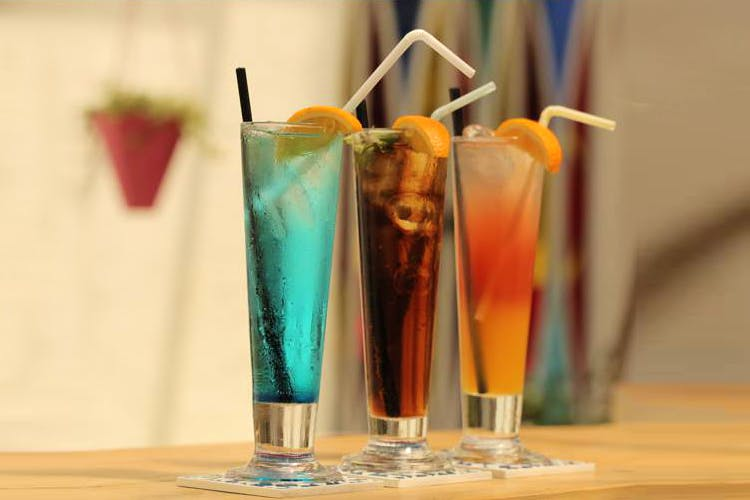 Drink,Non-alcoholic beverage,Cocktail garnish,Drinking straw,Cocktail,Distilled beverage,Italian soda,Alcoholic beverage,Rum swizzle,Mai tai