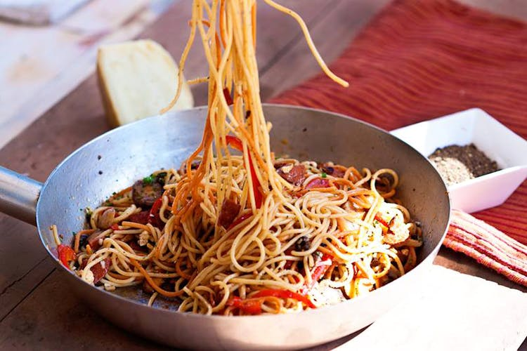 Dish,Food,Cuisine,Fried noodles,Spaghetti,Noodle,Chow mein,Chinese noodles,Hot dry noodles,Yi mein
