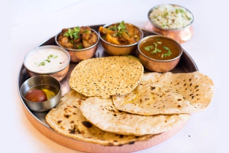 Dish,Food,Cuisine,Naan,Ingredient,Chapati,Roti,Punjabi cuisine,Produce,Sindhi cuisine