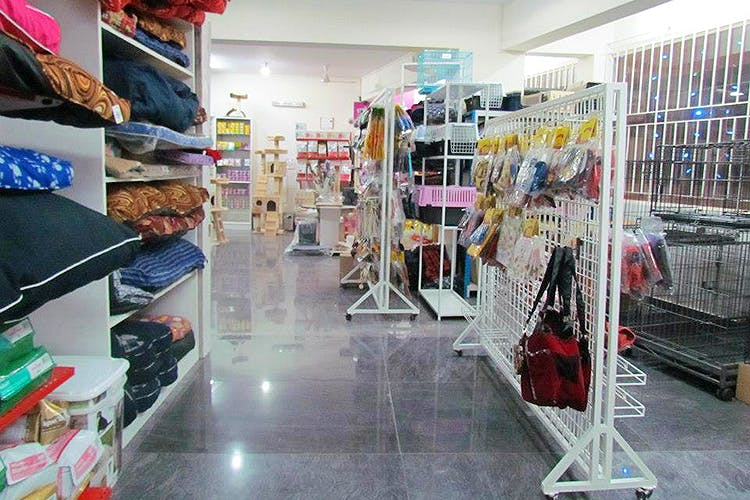 Product,Retail,Footwear,Outlet store,Building,Boutique,Shoe,Supermarket,Shopping,Convenience store