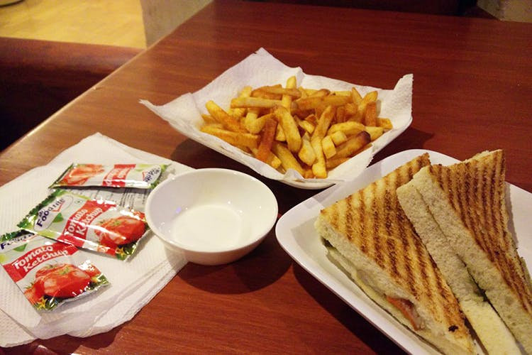 Dish,Food,Cuisine,Junk food,Fast food,Ingredient,French fries,Fried food,Kids' meal,Comfort food