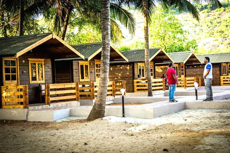 Cottage,House,Building,Tree,Resort,Home,Vacation,Leisure,Tourism,Room