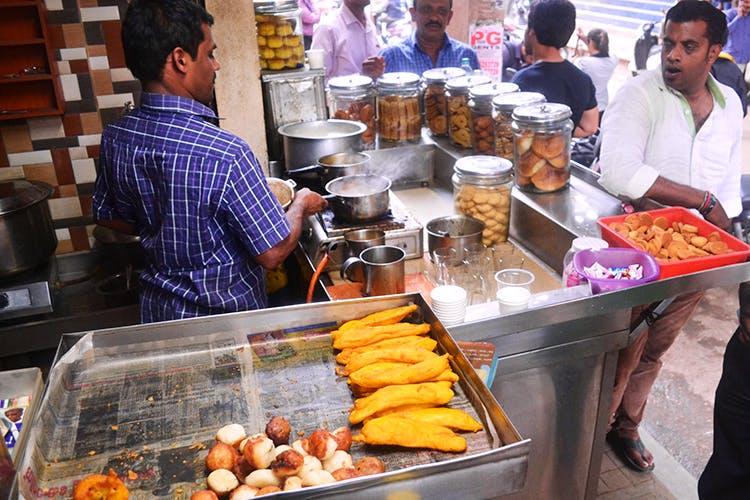 Selling,Food,Cuisine,Street food,Delicacy,Grocer,Market,Dish,Vegetarian food,Snack